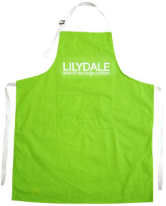 APRON WITH ADJUSTABLE NECK STRAP